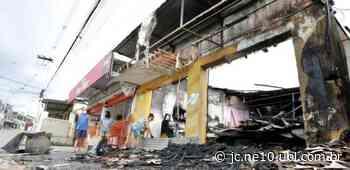 Incêndio destrói depósito de padaria em Abreu e Lima, no Grande Recife - JC Online