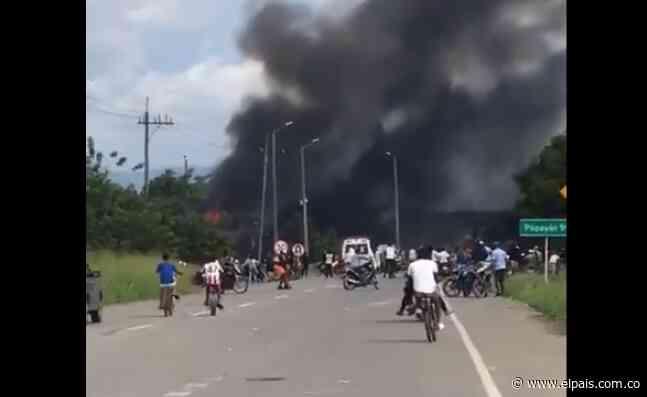 Incendian peaje de Villa Rica, en la vía que conecta al Cauca con el Valle - El País