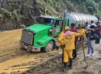 Cierran un carril de la vía Pereira - Quibdó por deslizamiento de tierra - La FM