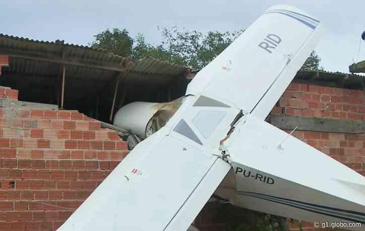 Aeronáutica vai apurar queda de avião de pequeno porte, em Piraquara: 'Foi por Deus', diz dono da casa atingida - G1