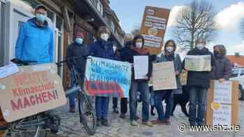 Parents und Fridays for Future: Mini-Demo weil Eutin den Klimaschutz nicht ernst nimmt   shz.de - shz.de