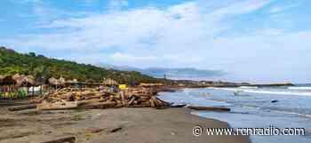 """""""Isla"""" de basuras en playas de Puerto Colombia: dos años después sigue sin solución - RCN Radio"""