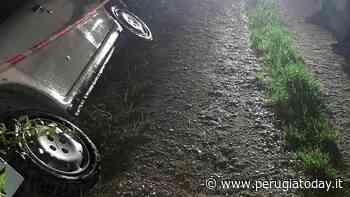 Gualdo Tadino, 4 giovani illesi per miracolo: erano rimasti prigionieri dell'auto finita in un fosso - PerugiaToday