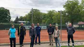 Sport und Freizeit: Tennisclub Blau-Weiß Hohen Neuendorf will sich mit Tennisschule zusammenschließen - moz.de