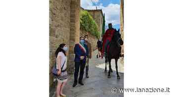 Arriva 'A cavallo per l'Italia' Garibaldi fa tappa a Monteriggioni - LA NAZIONE