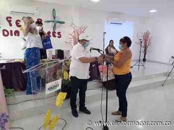 Con tutoría de maquillaje celebraron el Día de Las Madres en Aracataca - El Informador - Santa Marta