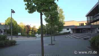 Messerstecherei an Gesamtschule in Finnentrop: Zwei Schüler schwer verletzt - Mordkommission ermittelt - RTL Online