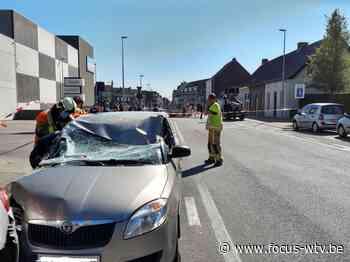 Balk belandt op wagen in Lichtervelde - Focus en WTV