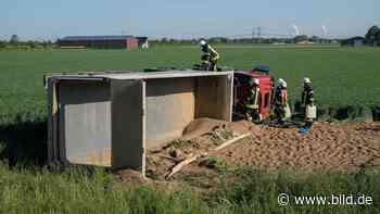 Kerpen: Internistischer Notfall - Kieslaster kippt um, Fahrer stirbt - BILD