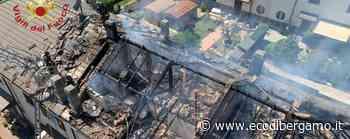 Dalmine, in fiamme il tetto di una casa: nessun ferito, danni ingenti - Foto e video - Cronaca, Dalmine - L'Eco di Bergamo