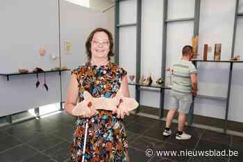 """Annemie (62) stelt tentoon in SMAK: """"Zonder bril zie ik geen 30 centimeter ver"""""""