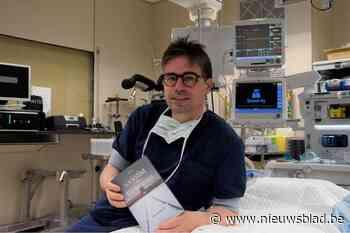 """Chirurg Mike (46) hanteert niet alleen scalpel maar ook de pen: """"Maar verwacht geen doktersromannetjes"""""""