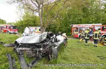 Unfall auf K 1669 bei Affalterbach - 60-Jährige prallt mit Auto gegen Baum – lebensbedrohliche Verletzungen - Stuttgarter Nachrichten