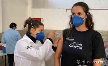 Professora é vacinada contra a Covid-19 por aluna em Uruguaiana - G1