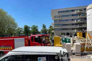 """Werkmannen doven beginnende dakbrand op Elysia park: """"Veel ergere brand voorkomen"""" - Het Nieuwsblad"""