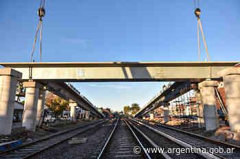 San Antonio de Padua: El Ministerio de Transporte finalizó la colocación del primer puente modular para la línea Sarmiento - Argentina.gob.ar Presidencia de la Nación
