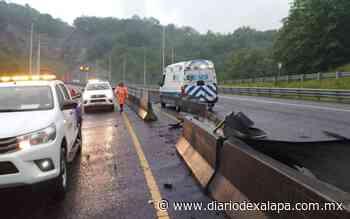Chocó y volcó en la autopista a Perote; resultó lesionado - Diario de Xalapa