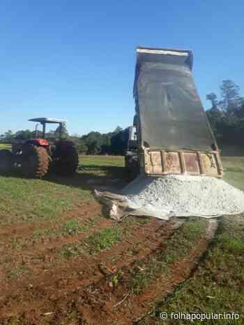 Município de Arroio do Meio auxilia agricultores com o transporte de calcário - Folha Popular