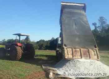 Arroio do Meio auxilia agricultores com o transporte de calcário - independente