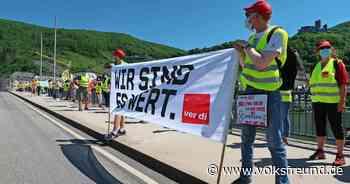 Streik bei den Median-Kliniken: Kundgebung auf der Moselbrücke in Bernkastel-Kues - Trierischer Volksfreund