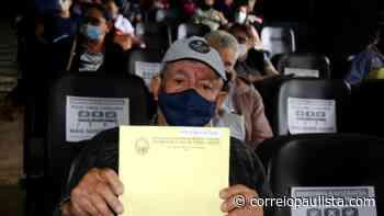 Jandira entrega título de Registro de Imóvel para proprietários de mais de 200 lotes - Correio Paulista