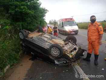 Mulher é arremessada do carro em capotamento em Murici, AL - G1