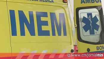 Homem morre em despiste de mota ao derrubar poste em Queluz - Correio da Manhã