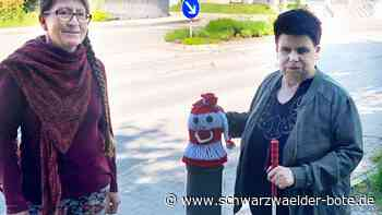 Sehbehindertentag in Sulz - Mützen für bunte Straßenpoller - Schwarzwälder Bote
