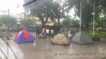 Manifestantes de Chaparral completaron tercera noche en plantón - Ondas de Ibagué