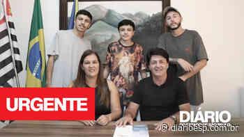 Oposição estaria perseguindo o governo do prefeito Inho Taino, e coloca até seu filho em meio as denúncias - Diário do Estado de S. Paulo