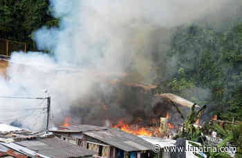 Siguen recogiendo ayudas para damnificados del incendio del jueves en Villamaría - La Patria.com