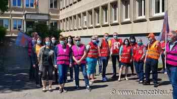 Les agents des impôts manifestent à Sarrebourg - France Bleu