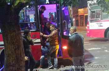 La Tablada: pasajeros evitaron un asalto en un colectivo y redujeron a uno de los delincuentes - Matanza Digital