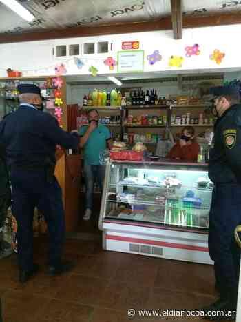 Agentes policiales recorrieron los monoblocks de barrio Los Olmos - El Diario del Centro del País