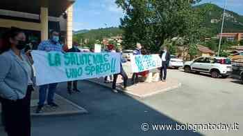 """Cittadini protestano davanti l'ospedale di Vergato: """"Vogliamo più servizi e il pronto soccorso h24, non più uffici"""" - BolognaToday"""