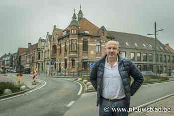 """Oud gemeentehuis en aanpalende panden geraken samen niet verkocht: """"Misschien beter toch zelf andere invulling geven?"""" - Het Nieuwsblad"""