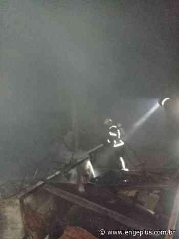 Bombeiros combatem incêndio de grandes proporções em Orleans - Engeplus