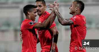 Pedrinho foi tema de conversa entre Benfica e Shakhtar no Seixal - Diário IOL