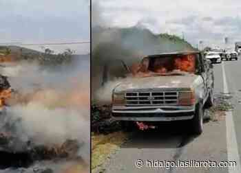 Se incendia camioneta cargada con alfalfa sobre la Alfajayucan-Ixmiquilpan - La Silla Rota