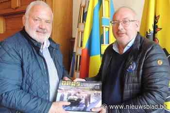 """Schilderijen Vlaamse Luc (59) verschijnen in wereldwijde 'Bijbel voor liefhebbers van Formule 1': """"Dat doet iets met een mens"""""""