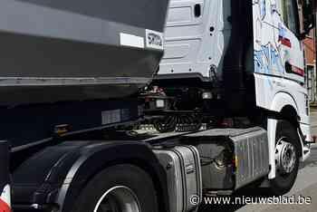 Trucker zet voertuig dwars over weg bij geval van verkeersagressie