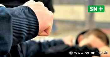 Rinteln: 20-Jähriger an Weserbrücke von drei Leuten verprügelt? Polizei hat Zweifel - Schaumburger Nachrichten