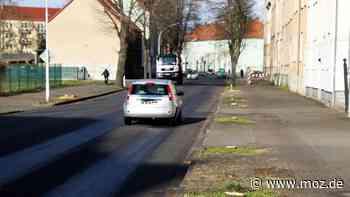 Verkehr und Infrastruktur : Lkw durch Mittelstraße in Rathenow umgeleitet - App zeigt Erdbeben der Stärke 3 an - moz.de