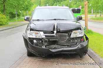 Mann baut Unfall und will Polizist bei Festnahme Kopfnuss geben - Westfalen-Blatt