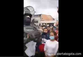 """""""Ya no nos peleemos más"""": Agente del Esmad pide paz durante protestas - Alerta Bogotá"""