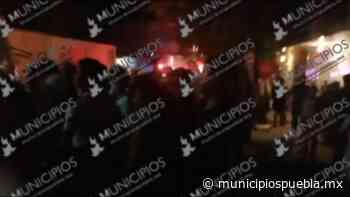 VIDEO Por no llegar a tiempo pobladores de Zinacatepec agreden a bomberos - Municipios Puebla