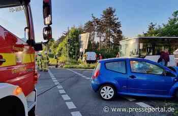 FW Grevenbroich: Zwei Personen bei Unfall mit zwei PKW verletzt Fahrer aus PKW befreit - Kreuzung... - Presseportal.de