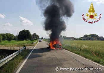 Auto distrutta dalle fiamme a Campogalliano - Bologna 2000