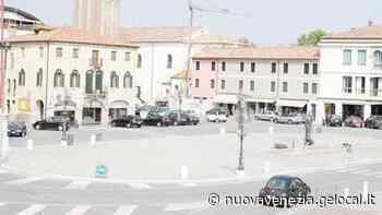 Mirano, mille sedie in piazza per la Messa della ripartenza - La Nuova Venezia