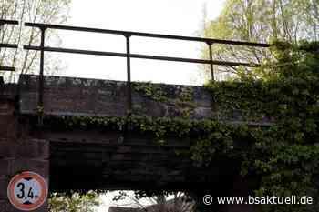 Laichingen/B28: Aufgeladener Bagger prallt gegen Brücke - BSAktuell